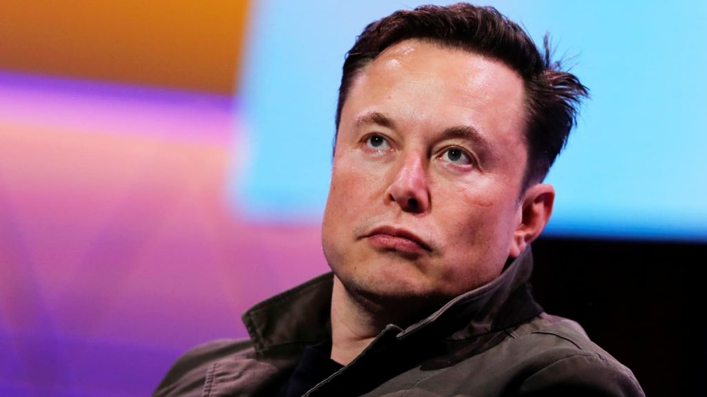 Elon Musk Pernah Bekerja Serabutan Demi Menyambung Hidup